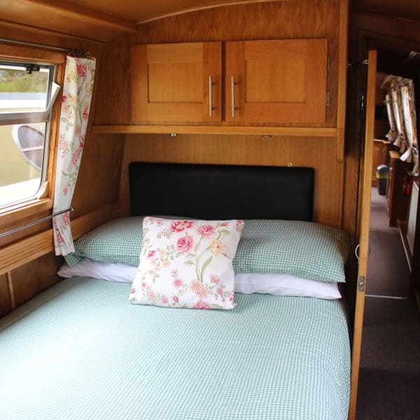 The stern and middle cabins have fixed double beds